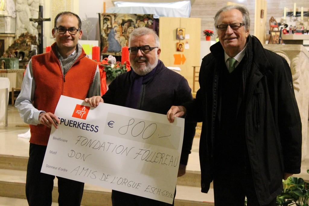 De gauche à droite : Christophe Wantz, directeur de la FFL, Paul Nilles, président des Amis de l'Orgue d'Esch-Grenz et Jos Hilger, président d'honneur de la FFL, lors de la remise de chèque à l'église Sacré-Cœur d'Esch, ce mercredi 3 décembre 2014.